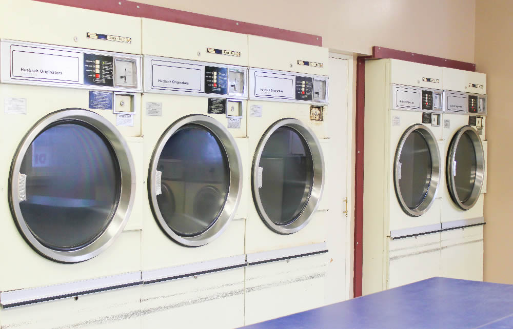 Hotel with Laundry Facility, Laundromat in Hinton